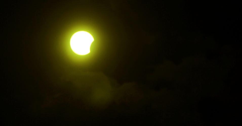 21.ago.2017 - Manaus foi uma das cidades brasileiras contempladas com o eclipse solar parcial. No local, a sombra da lua encobriu o sol em cerca de 21%