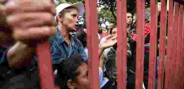 Venezuelanos aguardam vagas em abrigos para refugiados em Boa Vista - Marcelo Camargo/Agência Brasil