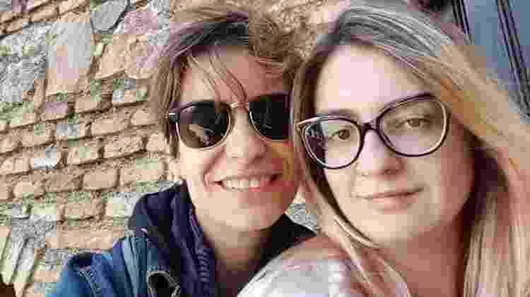 A professora de circo Glaucia Mazzaneira (de óculos escuros) e esposa, casal de brasileiras que vivem no Porto  -  Arquivo Pessoal