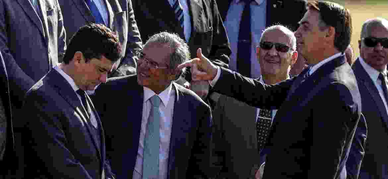 15.out.2019: O presidente da República, Jair Bolsonaro (PSL), acompanhado dos ministros da Economia, Paulo Guedes (centro), e da Justiça e Segurança Pública, Sergio Moro (esquerda)) - GABRIELA BILÓ/ESTADÃO CONTEÚDO