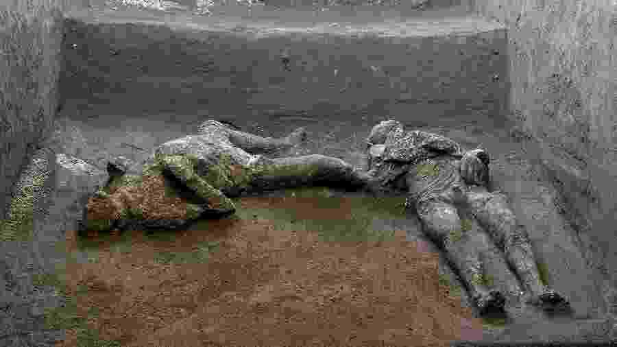 Corpos são de dois homens, um de 40 anos e o outro o seu jovem escravo - AFP PHOTO / POMPEII ARCHAEOLOGICAL PARK / LUIGI SPINA