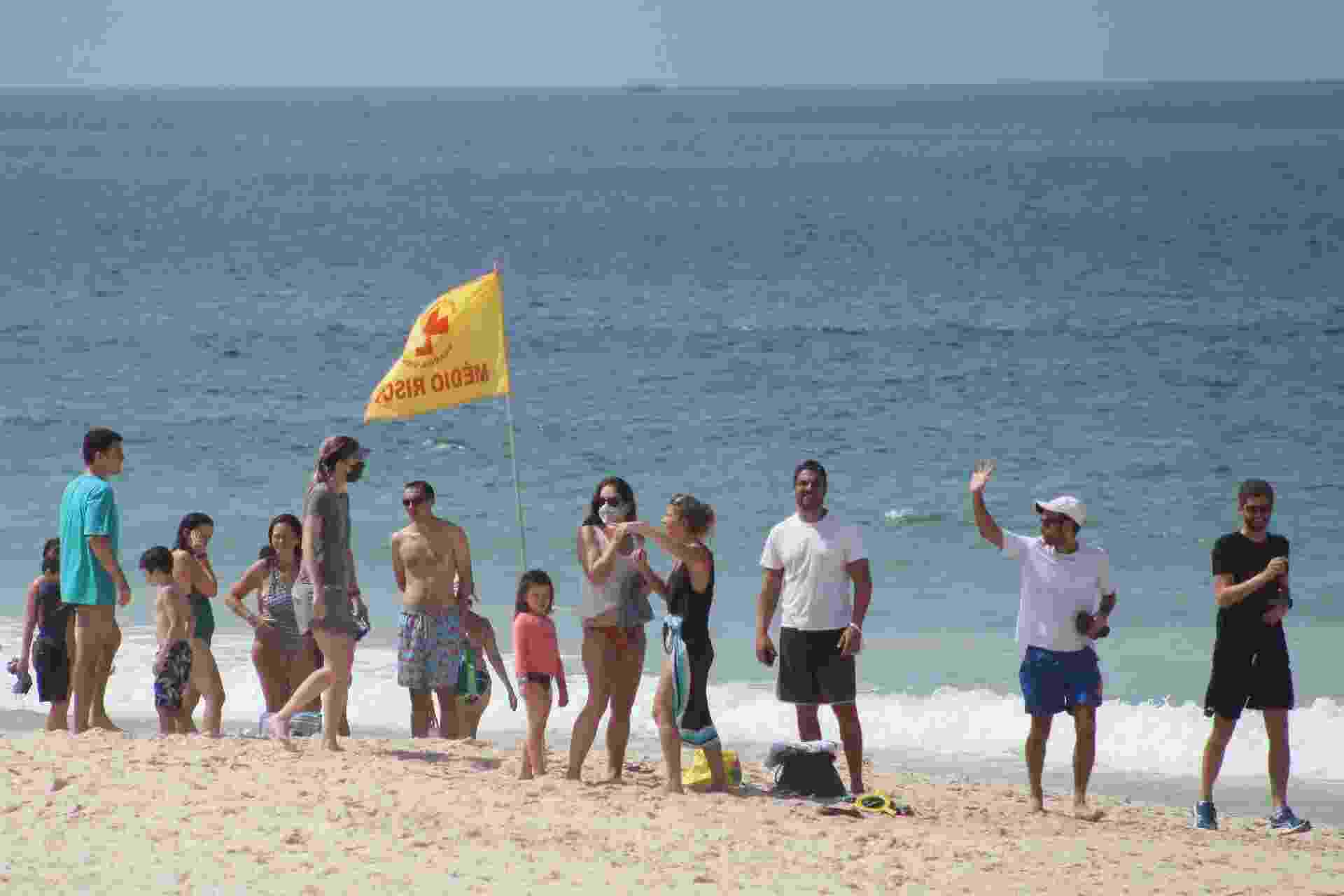 Praias do Rio de Janeiro lotadas em dia de restrição contra a covid-19 - JOAO GABRIEL ALVES/ENQUADRAR/ESTADÃO CONTEÚDO