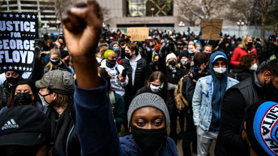 Manifestantes comemoram condenação do policial Derek Chauvin pela morte de George Floydm em Minneapolis (EUA) - Chandan Khanna/AFP