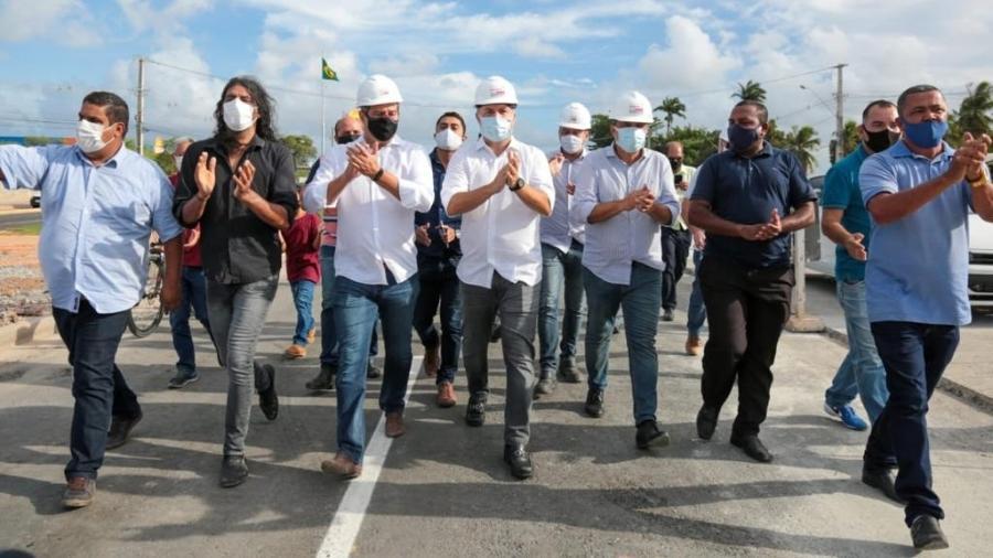 Renan Filho (MDB), governador de Alagoas, ao centro, inaugura viaduto da PRF, aberto ao trânsito em 23 de dezembro de 2020 - Governo de Alagoas/Divulgação
