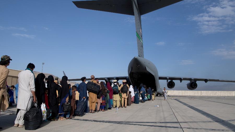 24/08/2021 - Evacuação no aeroporto de Cabul -  U.S. Air Force/Master Sgt. Donald R. Allen/Handout via REUTERS