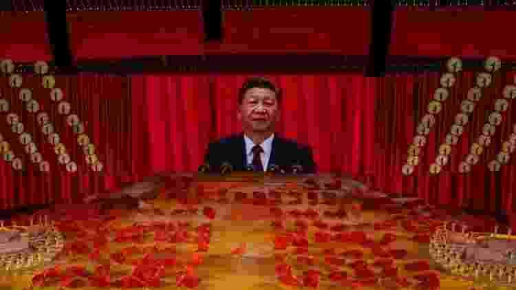 Xi Jinping aparece em tela gigante durante eventos que celebraram os 100 anos do Partido Comunista Chinês - Getty Images - Getty Images