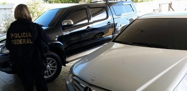 Policial federal durante operação De Volta para Canaã, que apreendeu carros e bens de pessoas ligadas à seita Comunidade Evangélica Jesus, a Verdade que Marca