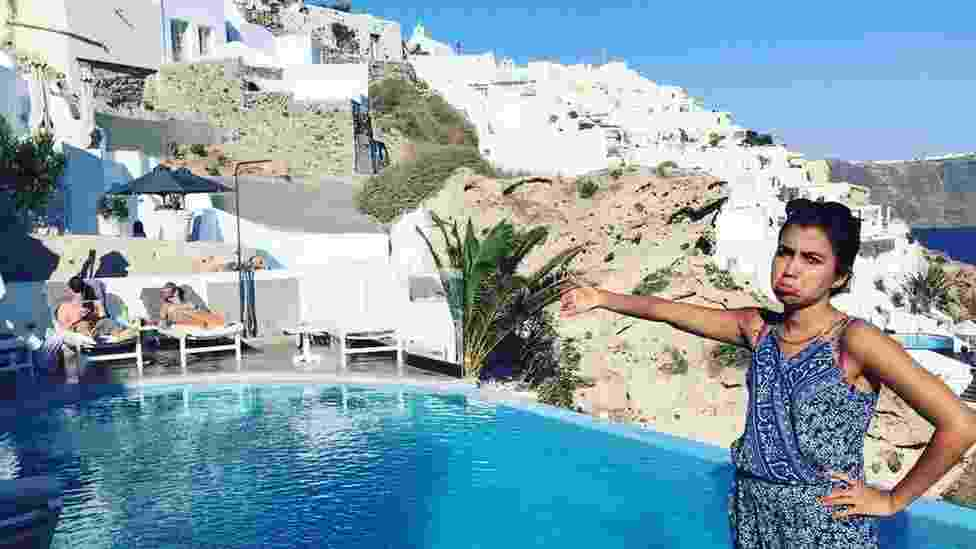 Huma Mobin viajou sem a companhia de noivo, que teve o visto negado ao entrar na Grécia - Reprodução/Facebook