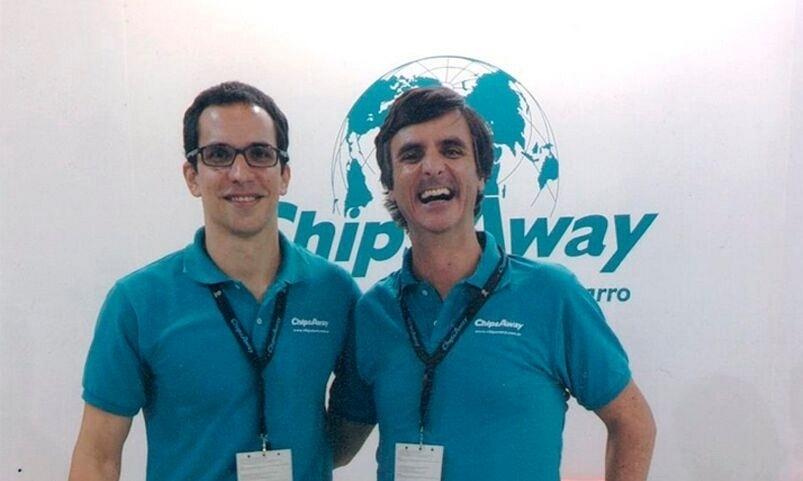 Os empresários João Furlan e Gonçalo de Sousa são donos da franquia ChipsAway no Brasil, que faz serviço de funilaria express