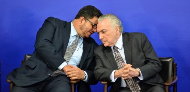 O presidente em exercício da Câmara, Fábio Ramalho (PMDB-MG), participa de cerimônia ao lado do presidente Michel Temer no Planalto