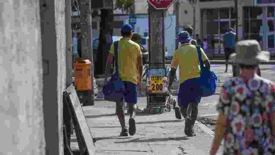 9.mar.2018 - Carteiros trabalham no Rio de Janeiro - Danilo Verpa/Folhapress