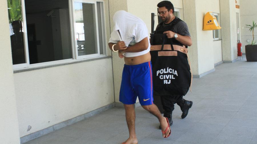 Preso chega à Cidade da Polícia, no Rio de Janeiro (RJ), durante a Operação Heracles - Jose Lucena/Futura Press/Estadão Conteúdo