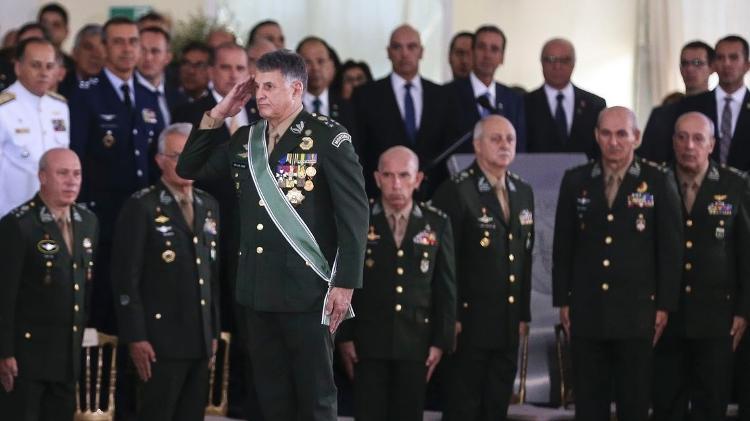General Pujol | Pandemia é 'uma das maiores crises vividas' pelo país, diz chefe do Exército