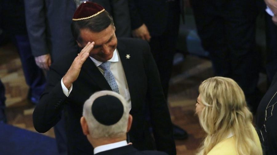 Bolsonaro cumprimenta Benjamin Netanyahu em visita do premiê ao Rio, em dezembro - Getty Images