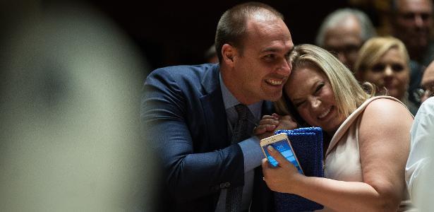 Partido rachado   Joice afirma que Eduardo agiu pelas costas de Bolsonaro e cita