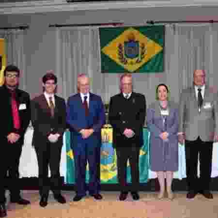 Encontro Monárquico Nacional no Rio de Janeiro em junho. Ao centro, os príncipes d. Bertrand e d. Antonio com membros da Pró Monarquia - Arquivo Pessoal - Arquivo Pessoal