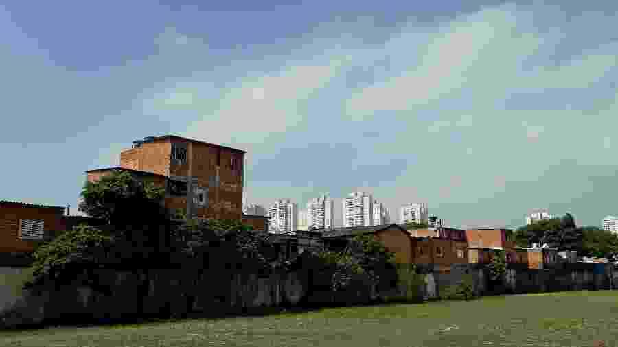 A Favela do Nove, ao centro, é uma das três comunidades da Vila Leopoldina, na zona oeste de São Paulo, incluídas em projeto de reurbanização proposto pela Votorantim, em 2016 - Marcelo Oliveira/UOL