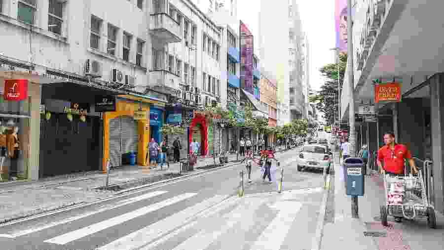 18.mar.2020 - Comércio fechado no centro de Florianópolis após decreto estadual para combater o avanço do coronavírus - Cristiano Andujar/Futura Press/Estadão Conteúdo