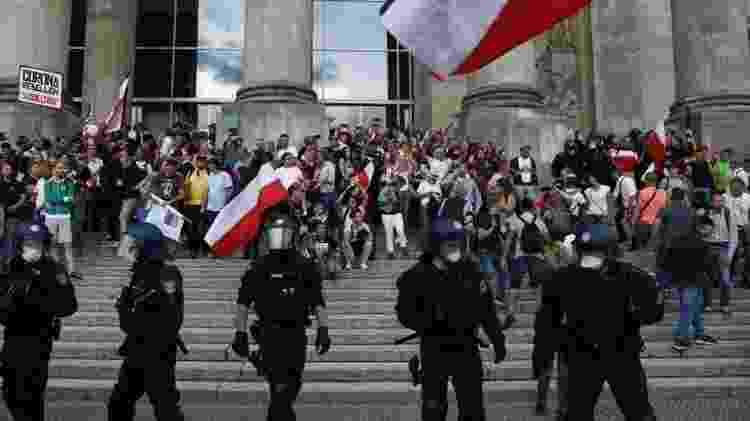 Cidadãos do Reich estavam entre as centenas de extremistas de direita e neonazistas que tentaram invadir o Reichstag (o prédio do parlamento federal em Berlim) - Reuters - Reuters