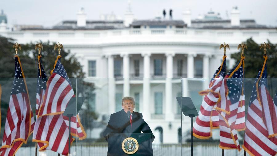 Presidente americano discursou para apoiadores ontem em Washington, pouco antes de manifestantes invadirem o Congresso  - BRENDAN SMIALOWSKI/AFP