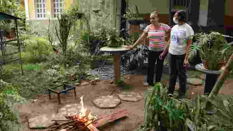 Para pagar as contas, as irmãs Pimentel vendem hallacas - BBC - BBC