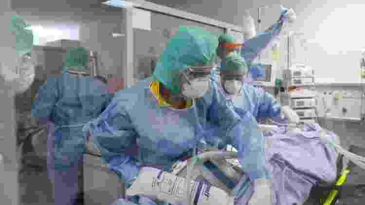 Profissionais de saúde foram a categoria mais atingida pela pandemia em 2020 - Reuters - Reuters
