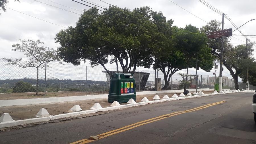 Praça do Pôr do Sol, na zona oeste de São Paulo, foi fechada com cercas de proteção para impedir a entrada de pessoas durante a pandemia - Reprodução/Facebook/@porduka