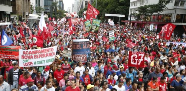 Em São Paulo, manifestantes pró-governo fecham Avenida Paulista - Marlene Bergamo/Folhapress