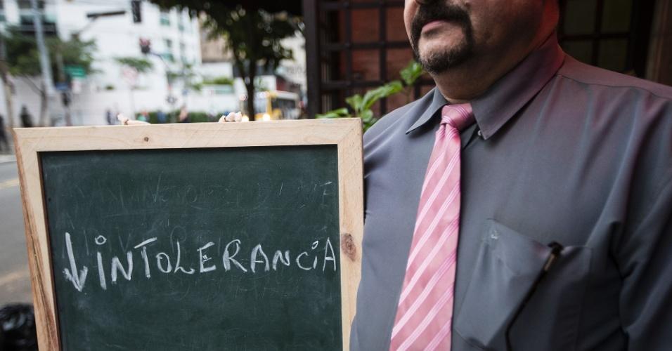 """""""O paulistano precisa ter um pouco mais de humanidade, ser mais compreensivo com os demais. Nossa cidade é uma mescla de tudo que há no mundo. Sendo assim, temos que ter, pelo menos, tolerância com as pessoas que não conhecemos, e respeitar todas as raças, credos e cores""""."""