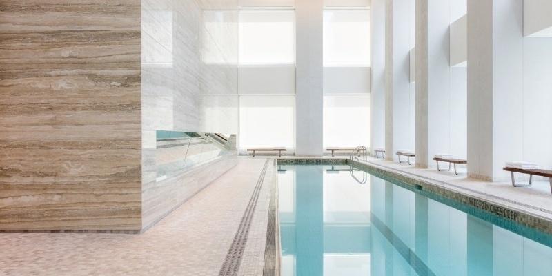 06.set.2016 - No 16º andar, fica a piscina, com duas raias, ao lado da Jacuzzi. O andar também tem sauna, massagem e tratamentos estéticos para homens e mulheres