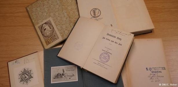Coleções roubadas foram distribuídas entres bibliotecas públicas, centros culturais nazistas ou funcionários dos regime