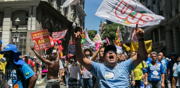 Funcionários da Cedae protestaram após aprovação na Alerj da venda da empresa - Ricardo Borges/Folhapress