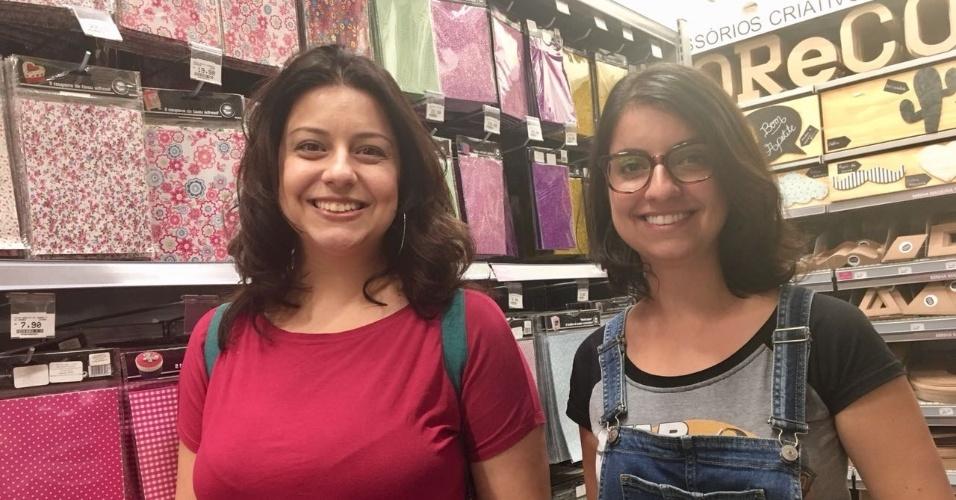 3.fev.2017 - Irmãs Annelise Alonso e Thamyris Alonso visitam a Zôdio