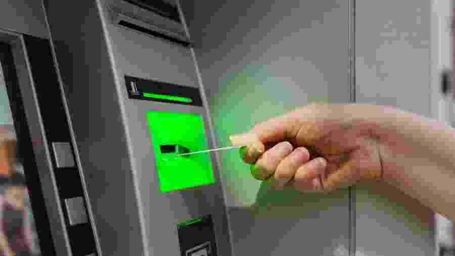 Bancos estão reduzindo os horários de funcionamento de agências por causa da disseminação do coronavírus - Getty Images