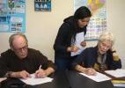 Americanos mais velhos estão fazendo intercâmbios para o exterior (Foto: Cristobal Corral/The New York Times)