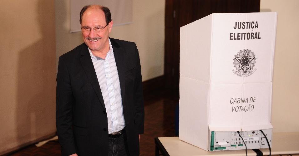 O atual governador do Rio Grande do Sul e candidato à reeleição pelo MDB, José Ivo Sartori, em votação no primeiro turno
