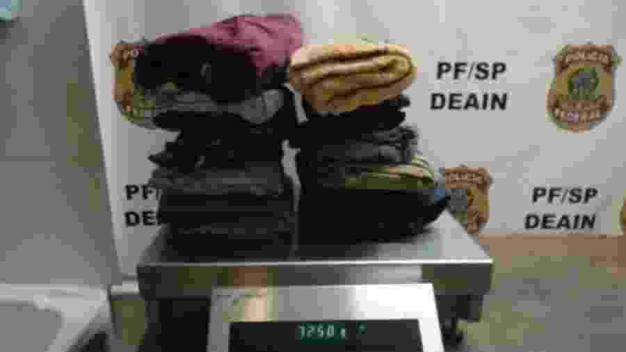 PF prende peruano com 7kg de roupa engomada com cocaína no aeroporto de Guarulhos - divulgação/Polícia Federal