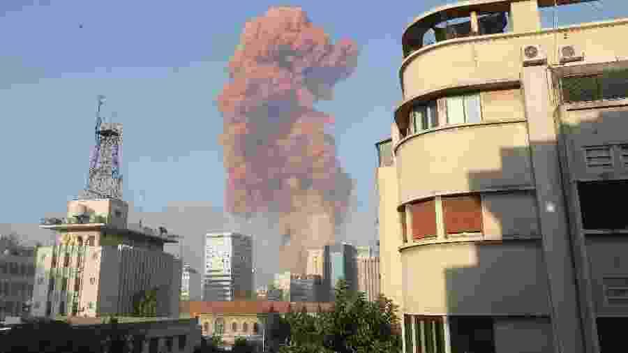 4.ago.2020 - Explosão atingiu área portuária de Beirute - Anwar Amro/AFP