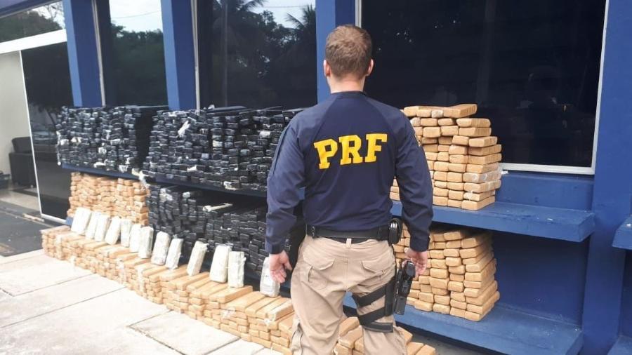 A quantidade total de droga apreendida é avaliada em R$ 2 milhões - PRF/Divulgação