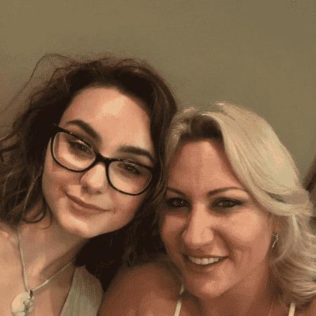 A estudante Maria Rose e a mãe Charlotte Rose - Reprodução
