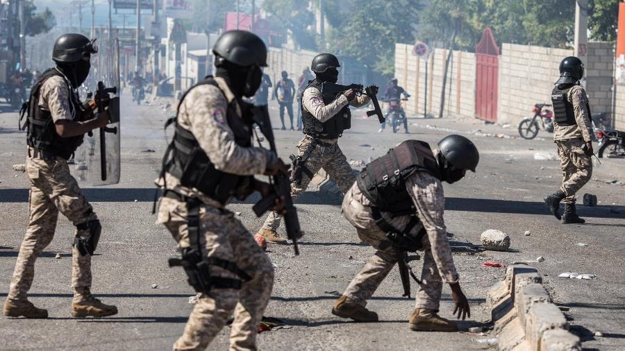 Fotografia de fevereiro mostra confrontos no Haiti em fevereiro deste ano - 7.fev.2021 - Valerie Baeriswyl/AFP