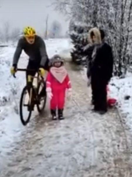 Tribunal considera que ciclista já tenha sofrido demais com o julgamento das redes sociais, optando, assim, pela pena branda - Reprodução/Youtube