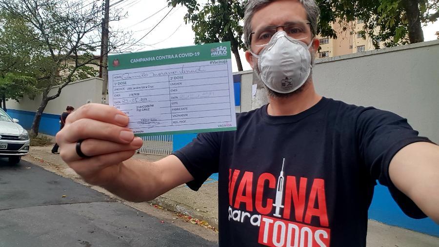Colunista do UOL, Camilo Vannuchi toma a primeira dose da vacina contra a Covid-19 - Camilo Vannuchi