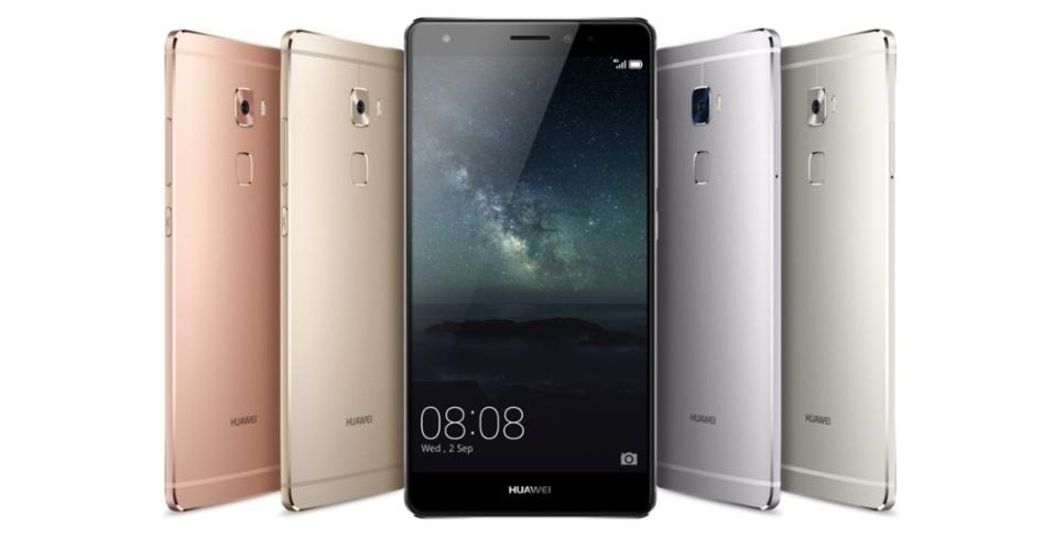 2.set.2015 - A Huawei anunciou a linha de celulares Mate S, e seu modelo premium é o primeiro a empregar a tecnologia de tela sensível à pressão, chamada de Force Touch. Entre outros novos recursos de interação, a tela pode servir como como uma pequena balança, colocando itens leves em cima dela para saber quanto eles pesam. O Huawei Mate S estará disponível em três versões. cinza ou champanhe com 3 GB de RAM e 32 GB de armazenamento com microSD, por 649 euros; ou premium, com 3 GB de RAM e 64 GB de armazenamento (mais microSD), nas cores dourado ou rosa, por 699 euros. Haverá ainda o modelo de 128 GB, que será o único a oferecer o Force Touch, por um preço ainda não revelado.