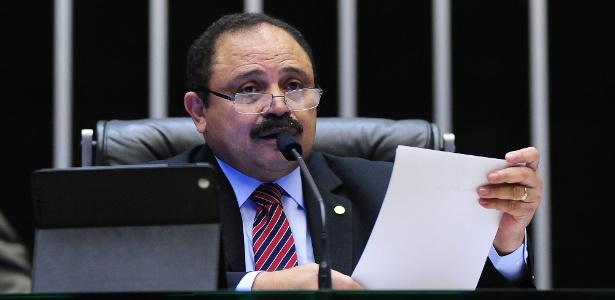 Maranhão é acusado de receber R$ 370 mil em salários como 'professor fantasma'