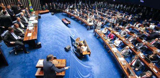 12.mai.2016 - Plenário do Senado durante sessão na madrugada desta quinta