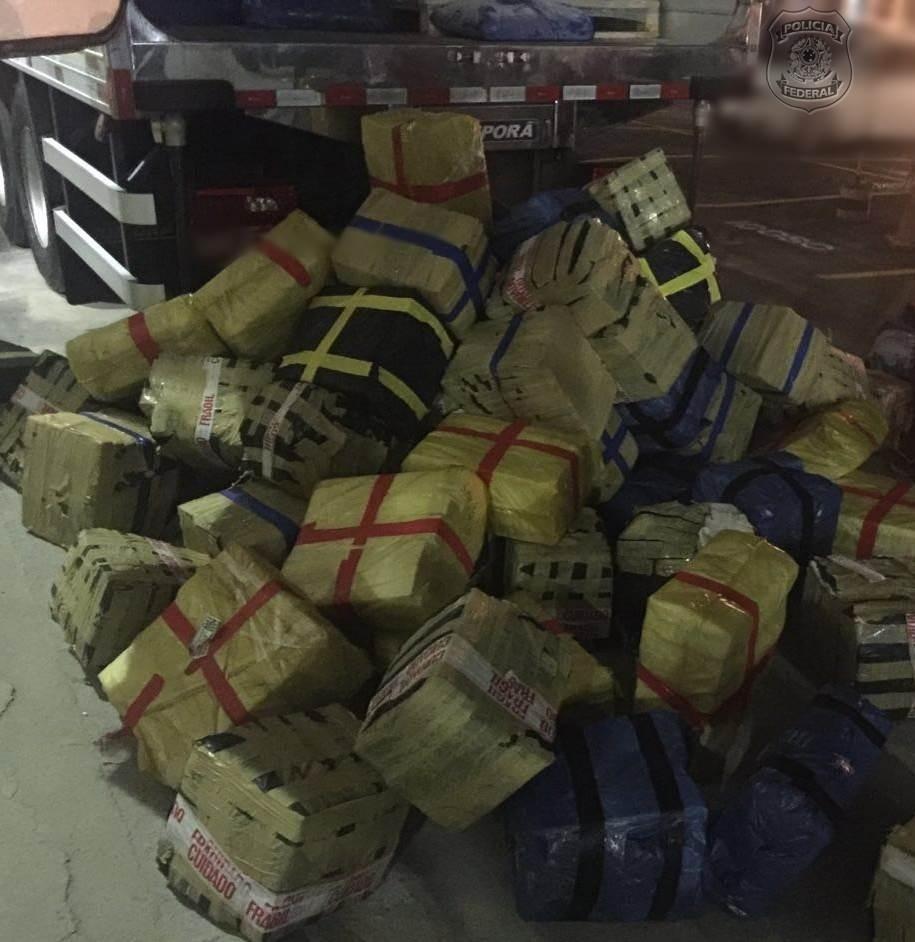 19.jun.2016 - A Polícia Federal apreendeu 6,5 toneladas de maconha em um caminhão que trafegava pela rodovia Presidente Dutra, na altura do município de Seropédica, no Rio de Janeiro. Segundo a PF, essa foi a maior apreensão do ano até agora. Os agentes prenderam o motorista do caminhão, um homem de 35 anos cuja identidade não foi divulgada