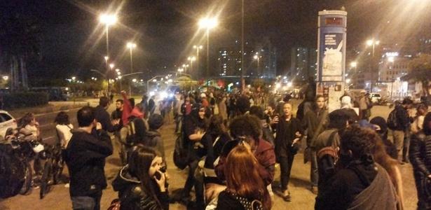 Manifestantes ocupam parte do centro histórico de Florianópolis para protestar contra a PEC 241