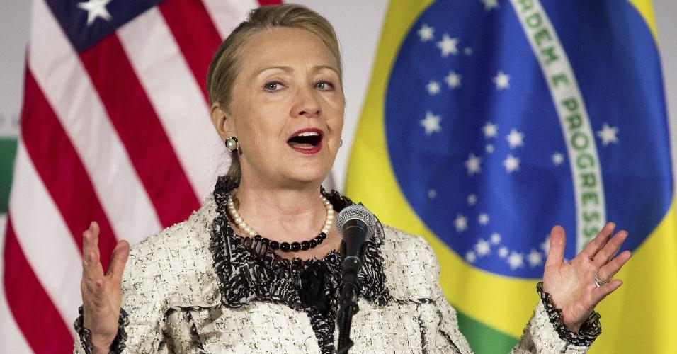 9.abr.2012 - A secretária de Estado Hillary Clinton discursa em evento realizado pelo Brasil na Câmara Cmericana de Comércio, em Washington