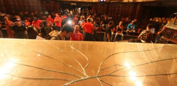 Servidores do Estado do Rio de Janeiro quebraram a mesa da Presidência da Alerj (Assembleia Legislativado Rio) durante invasão à Casa